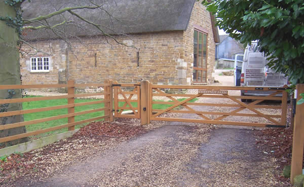Residential wood electric gate