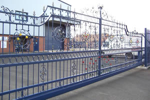 Steel cantilever sliding gate - commercial