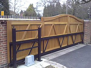Wood cantilever sliding gate - back