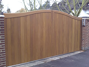 Wood cantilever sliding gate - front
